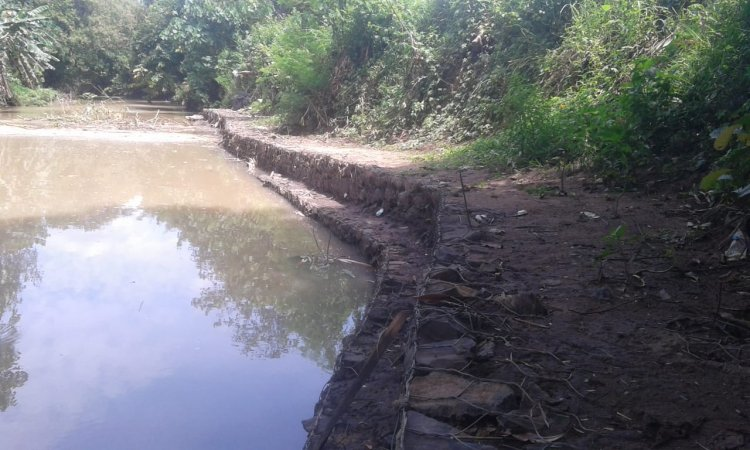 Proyek Turap Lereng Diprotes Petani