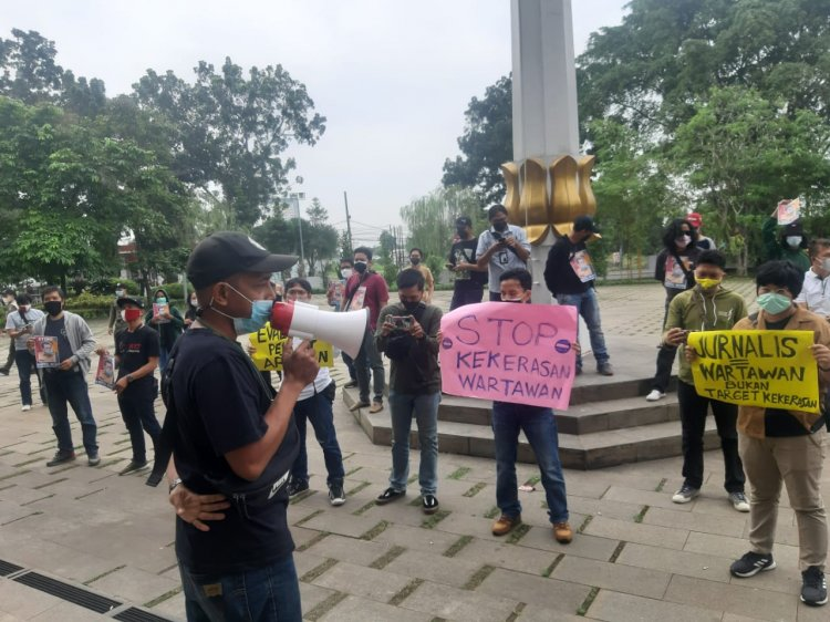 Puluhan Wartawan Gelar Aksi Tuntut Kadispora Tangsel