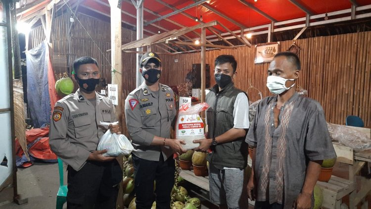 Polres Serang Kota Berikan Beras Kepada Pedagang Kaki Lima