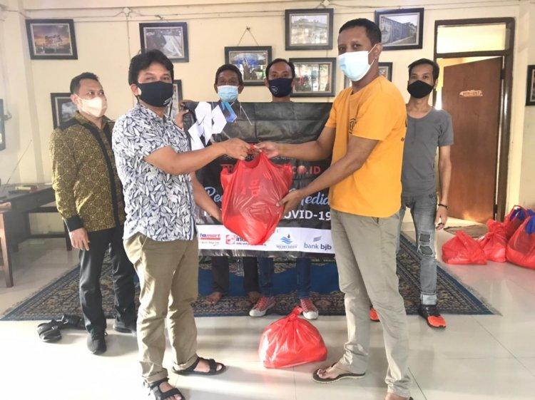 BJB dan TR Media Group Salurkan Bantuan Sembako ke Pokja Tangerang