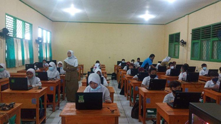 Siswa Sekolah Dasar Lakukan Simulasi ANBK