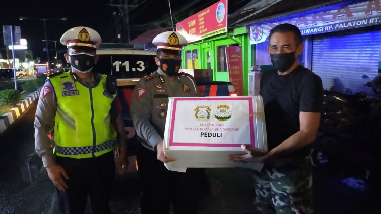 Korban Banjir Dapat Bantuan dari Ketua Umum Bhayangkari