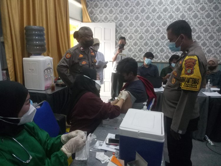 SMK Grafika dan Polri Gelar Vaksinasi Siswa/i