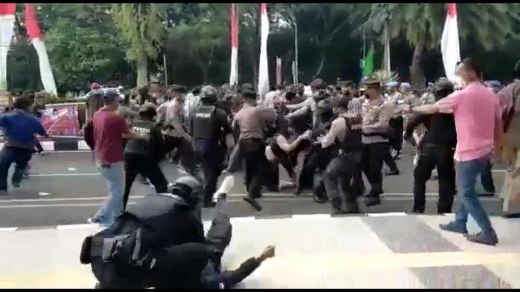 Viral Video Mahasiswa Kejang Dibanting Polisi
